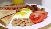 сердечный : Traditional English breakfast on a white plate