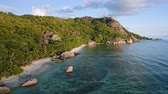 雄大な : Aerial footage of famous tropical beach Anse Source dArgent at sunset evening light. La Digue Island, Seychelles