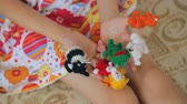 marionetka : Finger puppets on childs hands Wideo
