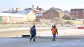 helma : Workers walking to the construction site