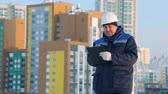 foremaster : Foreman with tablet at major construction project Stock Footage