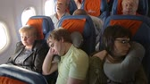 koltuk : People sleeping in the airplane