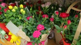 caixa de presente : Colourful flowers in boxes at market