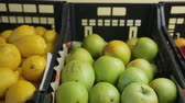 satın alma : Fruits in boxes in greengrocers shop Stok Video