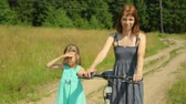 elbise : Mother and her daughter on a rural road Stok Video