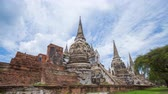 Аюттхая : 4k Time-lapse of Ruins of pagoda of Wat Phra Si Sanphet temple in Ayutthaya historical park, Thailand Стоковые видеозаписи
