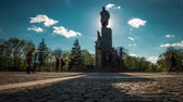 denominou : Shevchenko monument in the park named after Shevchenko in Kharkiv, Ukraine, time lapse