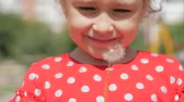 打撃 : Slow Motion Close-Up Shot of Cute Little Girl Carefree Blowing a Dandelion Outdoors on a Sunset. Concept of Happy Carefree Childhood. 5 in 1