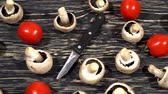 pieczarka : Mushrooms and tomatoes on a kitchen board