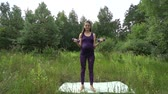 fertilidade : Beautiful pregnant woman doing sport in summer park. Stock Footage