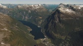 dramatik : The amazing fjord of Geiranger in Norway Stok Video