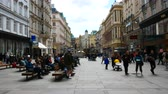 barok : Vienna, Austria, people walk in Graben street