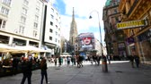 barok : Vienna, Austria, tourists walk in Graben street Wideo