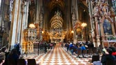 barok : Vienna, Austria, tilt up inside the St. Stephens church Wideo