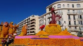 цитрон : Art made of lemons and oranges in the famous Lemon Festival (Fete du Citron) in Menton, France