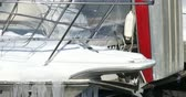 geada : Icicles on the bow of a boat docked in downtown Toronto
