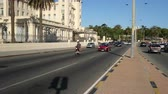 uruguai : Traffic in the tourist area of ??Montevideo, Uruguay, on December 10, 2017.