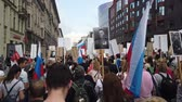 dziennikarz : RUSSIA, MOSCOW - MAY 9, 2019: Immortal Regiment - Procession Wideo