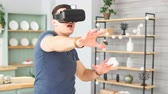 Excited young man with virtual reality headset dancing and play 360 video game at home Vídeos