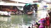 életmód : Damnoen Saduak, Thailand - April 2016: View of floating market canal best tourist landmark of Thailand.