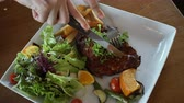 kavurma : Hand and knife cutting short ribs bbq salad with fries 4k