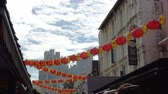 китайский квартал : Singapore : 28 Dec 2017 - Red lanterns hanging over buildings in Singapore China town