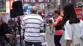 humano : Hong Kong 26 April 2016 Street Performance In Mong Kok Area Happy Local Life