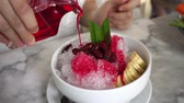 coupe glacée : Happy eating Thai Phuket shaved ice red syrup in hot weather