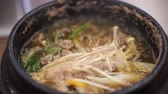 brodo : Korean style stove heat beef brouth soup Filmati Stock