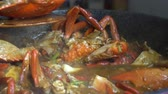 curry : Chef cooking Chili Crab Singapore Chinese cuisine iconic dish