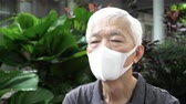Chinese elderly man wearing mask N95 protect from Coronavirus situation and smog weather Vídeos