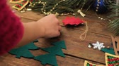 önemsiz şey : Preparation for the holiday. Making homemade New Year eco-friendly toys on the Christmas tree. Unrecognizable woman sews diy xmas decoration