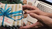 congratulação : Woman teasing man with gift box, top view. Christmas and New Year holidays and greetings concept