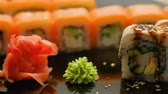 jedzenie : japanese restaurant food serving. hand picking up a sushi roll with chopsticks Wideo