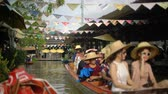 pattaya : PATTAYA, THAILAND - OCTOBER 14, 2017: Tourists in boat at Floating Market
