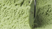pistache : Slow motion macro of pistachio ice cream being scooped with spoon