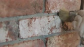 outils batiment : Slow motion closeup of worker forming seam between bricks