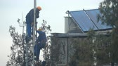 sinais : Worker working on the installation antennas