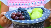chapeau paille : Mains chapeau fruits jardin hd