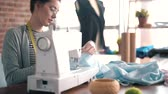 olho : Creative tailor working with sewing machine