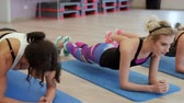 orientar : Group of women training position planks