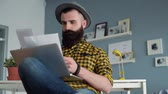 organization : Concentrated man with beard using laptop Stock Footage