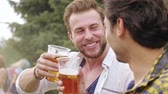 cerveja : Mature men making a toast to their friendship Vídeos
