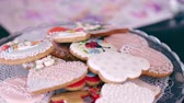 círculo : Stack of ornate cookies on a plate