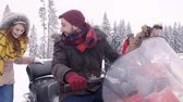 eğlenmek : Friends snowmobiling in the mountains