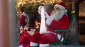 lareira : Santa claus reading his special list