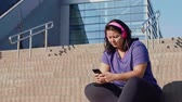 passos : Woman using mobile phone after hard workout