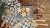 рождество : Stop motion video shows of Christmas gingerbread cookies