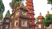 tranças : Hanoi,Vietname - November 21,2017 : Tran Quoc Pagoda is the oldest Buddhist temple in Hanoi. It is located on a small peninsula on the East side of West Lake. Stock Footage