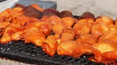 мед : Panning view of tasty ayam madu percik (Honey chicken) selling in Ramadan Bazaar during the holy month of Ramadan.